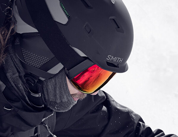 Ultimate Integration - man wearing Code helmet and 4D MAG Goggle