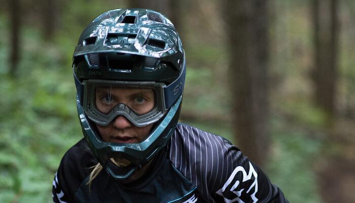 Woman wearing the Smith Mainline Helmet