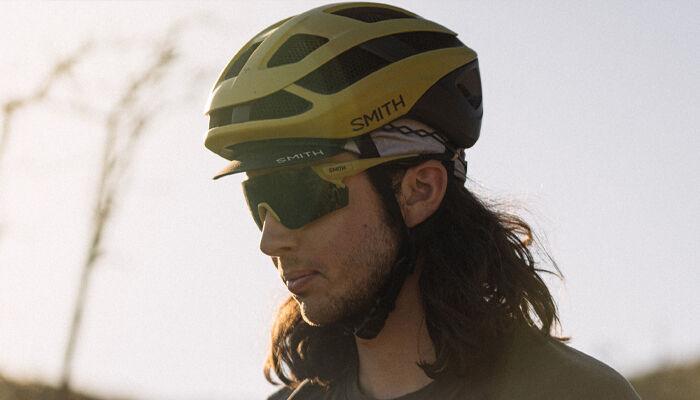 Man wearing Smith Trace Helmet
